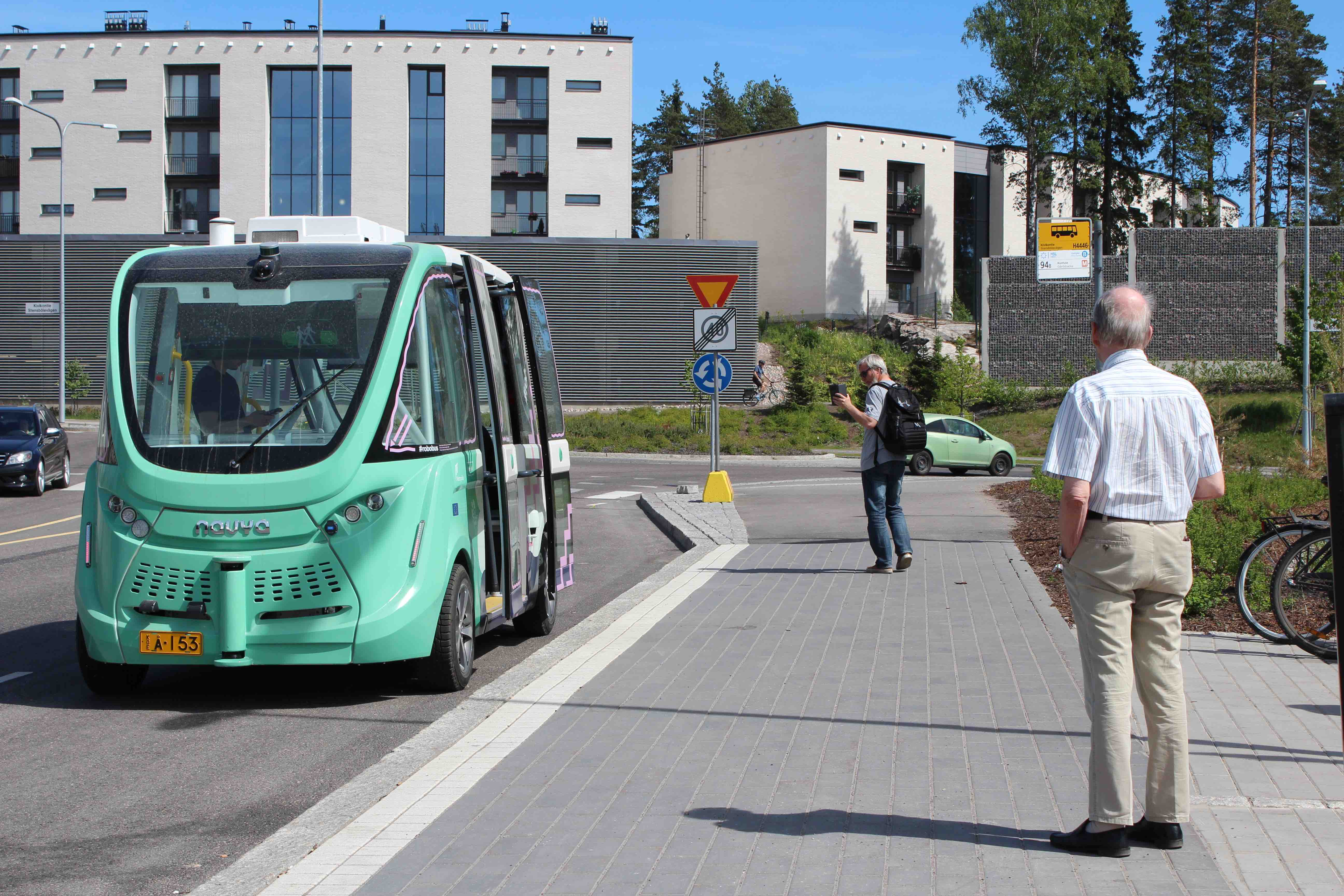 Even self-driving electric cars can cause traffic jams – are robot buses the answer?