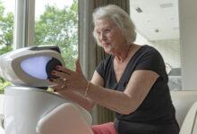 Sosiaalinen SARA-robotti otettiin positiivisesti vastaan Helsingissä